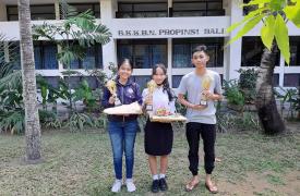 Ini Dia, Siswi SMA Negeri 1 Sukawati Pemenang Lomba Video Edukasi!