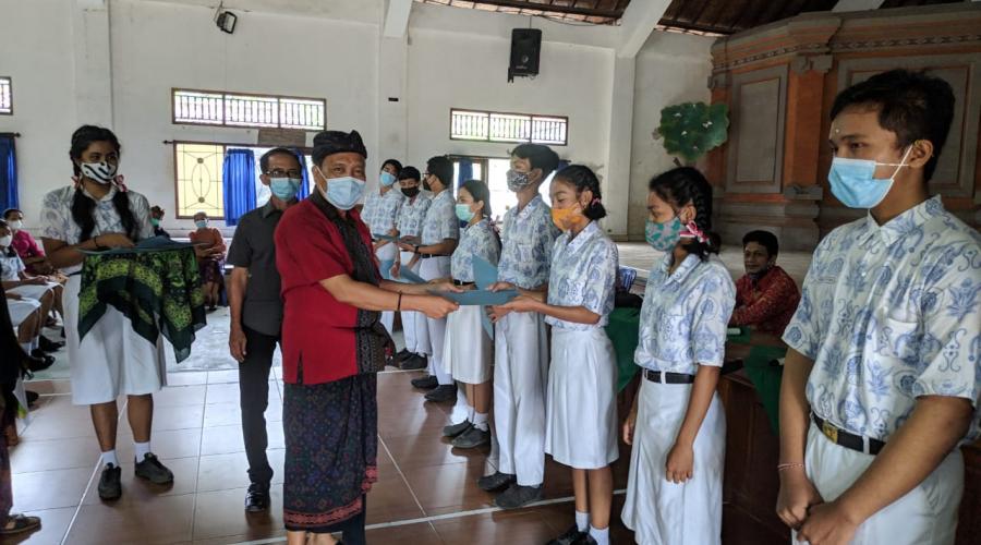 Penuh Senyum Keceriaan, Beginilah Acara Syukuran untuk Siswa/i SMA N 1 Sukawati yang Berhasil Menorehkan Prestasi