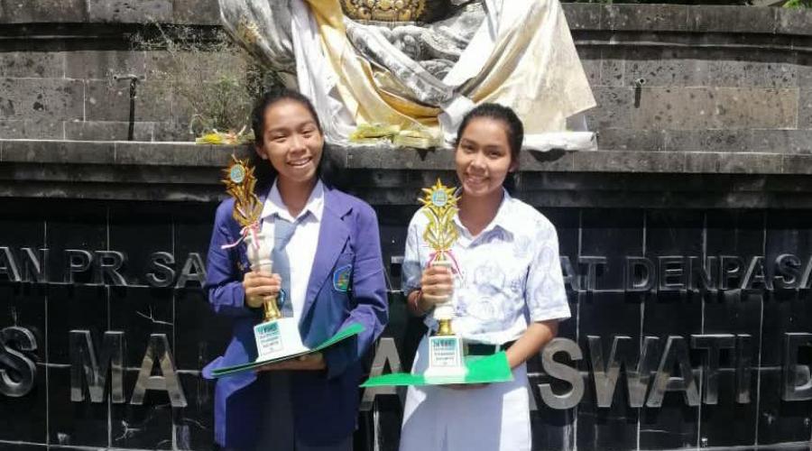 Lahir Bersamaan, Dua Siswi SMA N 1 Sukawati Ini Juga Cetak Prestasi Bersamaan